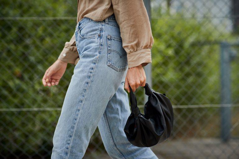 Módní džíny pro ženy: co se nosí a jakou značku vybrat?