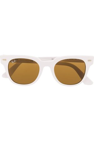 Ray-Ban Thick round frame sunglasses