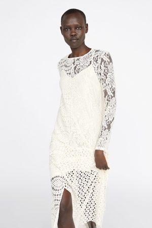 Zara Asymetrické šaty s krajkou guipure