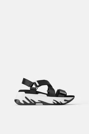 Zara Sportovní sandály na platformě
