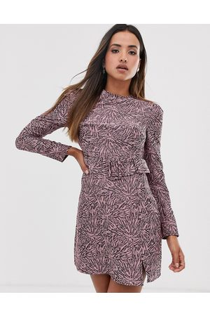 Fashion Union Structured bodycon dress in abstract print with belt detail-Pink