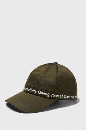 Zara čepice s kombinovaným sloganem