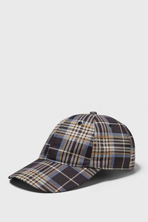 Zara čepice s kostkou