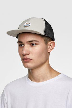 Zara čepice s výšivkou