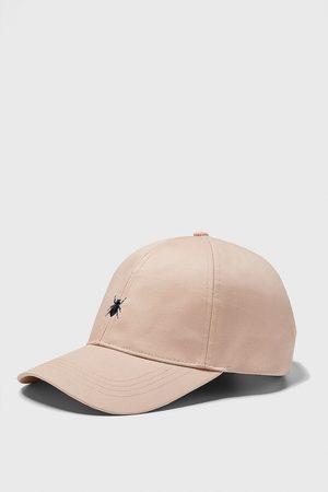 Zara čepice s výšivkou hmyzu