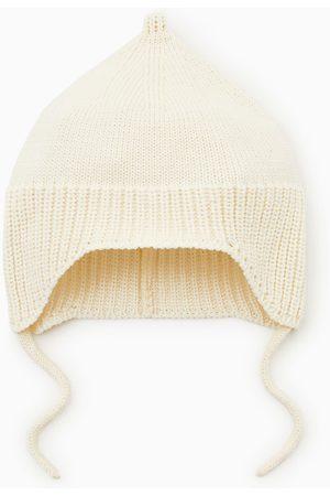 Zara úpletová čepice se šňůrkami