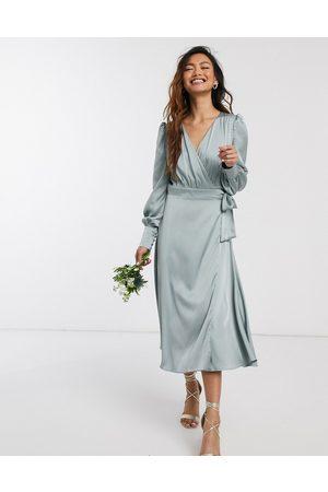 TFNC Ženy Midi - Bridesmaid long sleeve wrap front sateen midi dress with belt in sage-Green