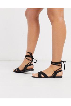 Qupid Ženy Bez podpadku - Tie leg flat sandals in black