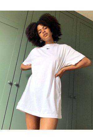 Nike Ženy Volnočasové - Mini swoosh oversized t-shirt dress in white