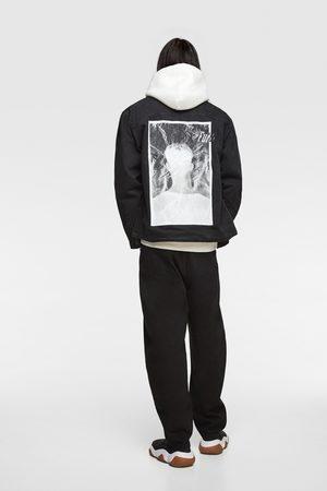 Zara Muži Džínové bundy - Džínová bunda s potiskem
