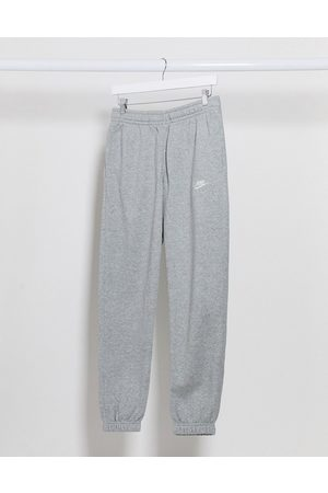 Nike Muži Tepláky - Club casual fit cuffed joggers in grey
