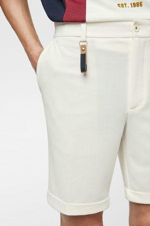 Zara Bermudy s detailem klíčenky