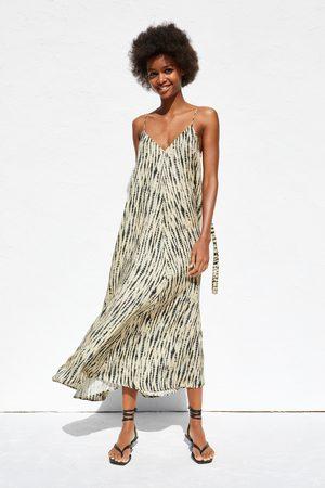 44db68663fb0 Nakupujte dámské Šaty značky Zara Online