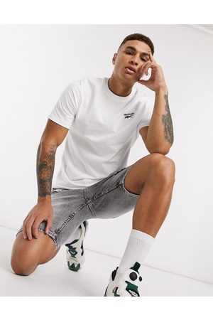 Reebok Classics essentials t-shirt with vector logo in white