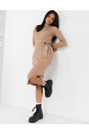New Look Ženy Volnočasové - Tie waist knitted dress in camel-Tan