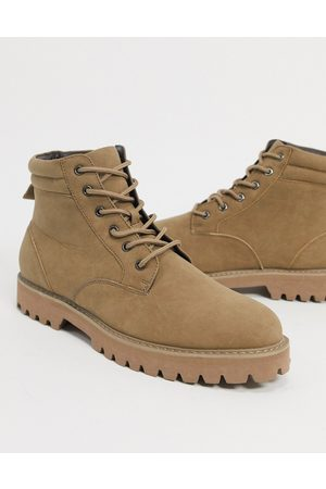 ASOS Muži Šněrovací - Lace up boots in stone faux suede with stone sole