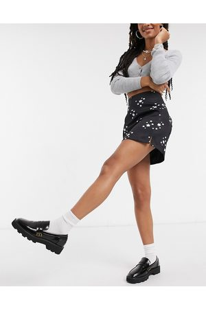 Heartbreak 3 piece mini skirt with slit in star print-Black