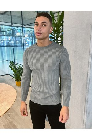 New Look Muscle fit crew neck knitted jumper in khaki-Green
