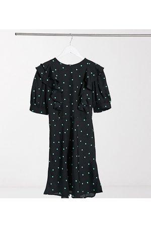 New Look Ženy Volnočasové - Ruffle detail mini dress in black polka dot