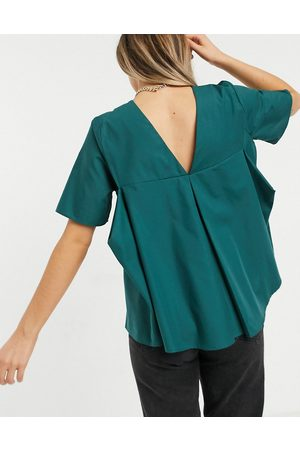 ASOS Short sleeve cotton top with pleat back in forest green-No Colour