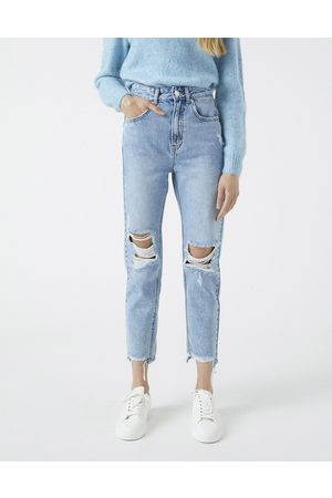 Pull&Bear Ženy Mom džíny - Mom jeans with rips in medium blue