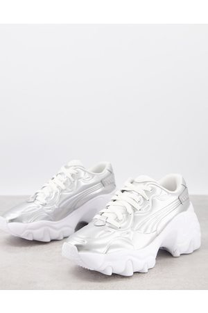 PUMA Ženy Na platformě - Pulsar wedge trainers in metallic silver and pink - exclusive to ASOS