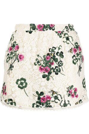 RED Valentino Ženy Kraťasové - Embroidered floral skorts