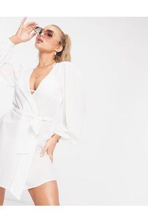 ASOS Ženy Kimona - Chiffon belted beach kimono in white