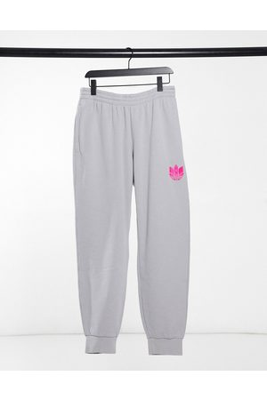 adidas Muži Tepláky - Joggers with pink 3D trefoil in grey