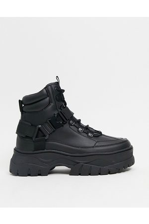ASOS Muži Šněrovací - Lace up boots in black faux leather with chunky sole