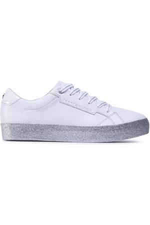 Tommy Hilfiger Ženy Tenisky - Dámské bílé glitrové tenisky
