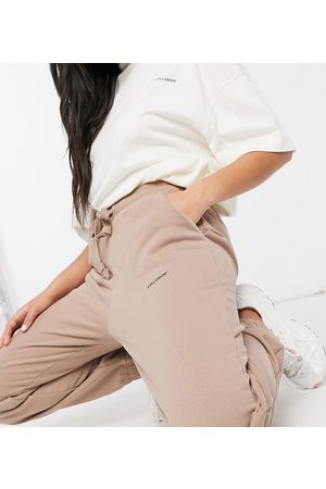 COLLUSION Tepláky - Unisex joggers with logo print in brown