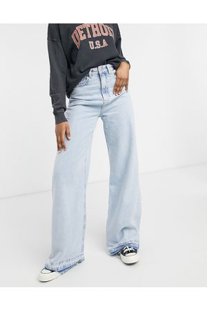 Stradivarius Ženy Široké nohavice - 90s super wide leg jeans in light blue