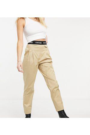 Reclaimed Vintage Ženy Legíny - Inspired original peg trouser with elasticated waistband-Stone