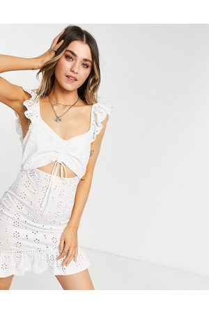 ASOS Ženy Volnočasové - Broderie mini sundress with cut out and frill straps in white