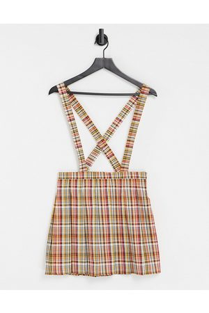 ASOS Ženy S potiskem - Pinafore with pleated skirt in red check print-Multi