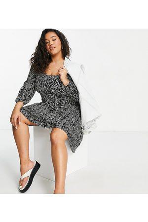 New Look Ženy Volnočasové - New Look Curve mono print cupped button mini dress-Multi