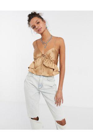 Topshop Ženy S úzkými ramínky - Strappy ruffle front cami top in champagne-Neutral