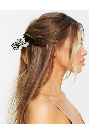 ASOS Hair claw with bow detail in mono leopard-Black