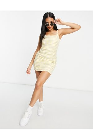 Missguided Ženy Přiléhavé - Bodycon mini dress with slim strap in yellow gingham
