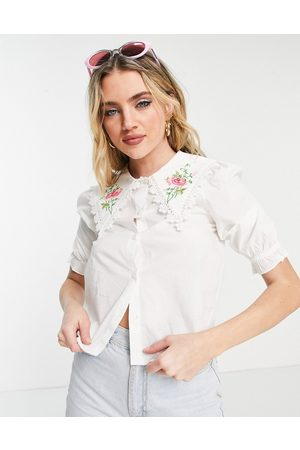 Monki Ženy Halenky - Rosa blouse with embroidered collar in white