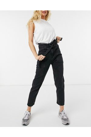 ONLY Maya carrot leg jeans with high waist in black