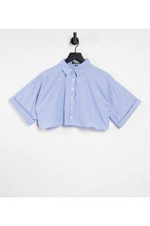 Missguided Poplin short sleeve crop shirt with raw hem in pinstripe-Blue