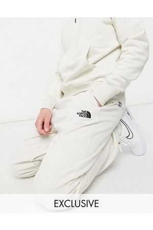 The North Face Muži Tepláky - Oversized Essential joggers in cream Exclusive at ASOS-White