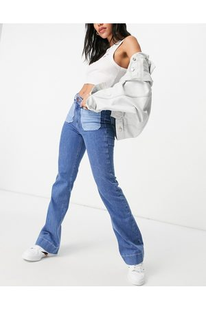 Wrangler Ženy Bootcut - Flared jeans with patch pockets in blue