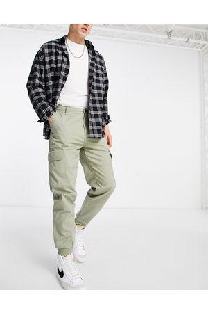 New Look Cuffed cargo trousers in khaki-Green