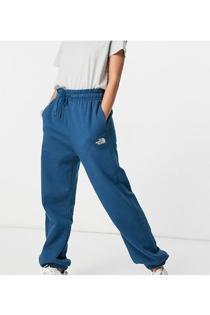 The North Face Ženy Tepláky - Oversized Essential joggers in navy Exclusive at ASOS