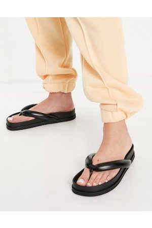 Pull&Bear Ženy Sandály - Padded thong sandals in black