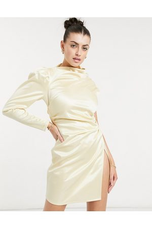 ASOS DESIGN Ženy Na párty - One shoulder tuck wrap mini dress in champagne gold
