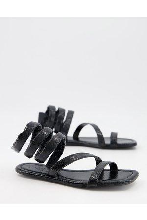 ASOS Ženy Bez podpadku - Forcefield flat sandals in black snake